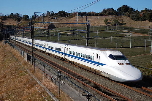 Shinkansen Baureihe 700 - Quelle: By Sui-setz (Own work) [Public domain], via Wikimedia Commons
