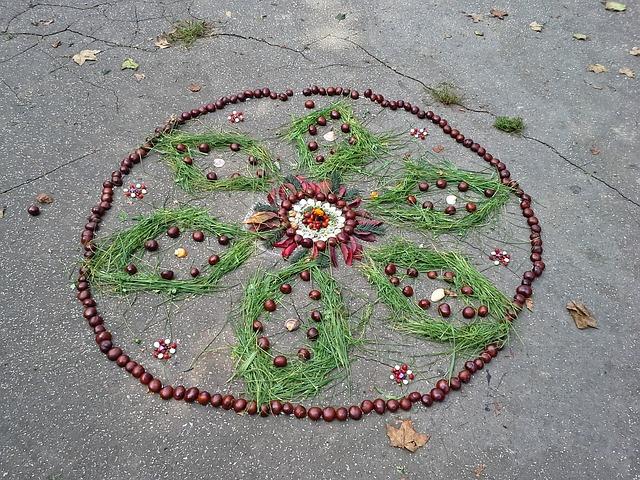 Mandala aus Naturmaterialien - Quelle: Pixabay