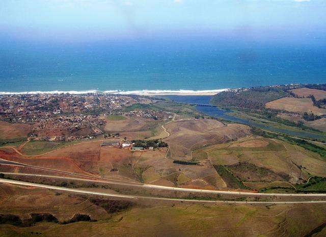 Flussmündung: Hier vermischen sich Süßwasser (Fluss) und Salzwasser (Meer) - Quelle: Pixabay