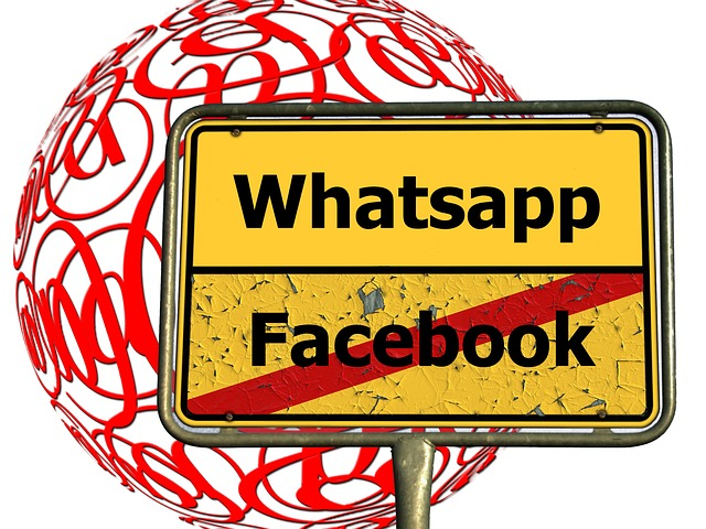 WhatsApp und Facebook - Quelle: Pixabay
