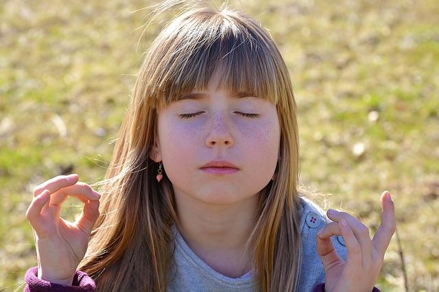 Stressabbau für Kinder mit Hilfe von Stille- und Entspannungsübunen - Quelle: Pixabay